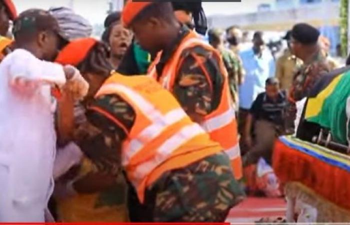 فيديو.. وفاة 45 أثناء تشييع رئيس تنزانيا ماغوفولي!