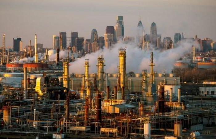 تراجع أسعار النفط وبرميل برنت عند 62.74 دولار
