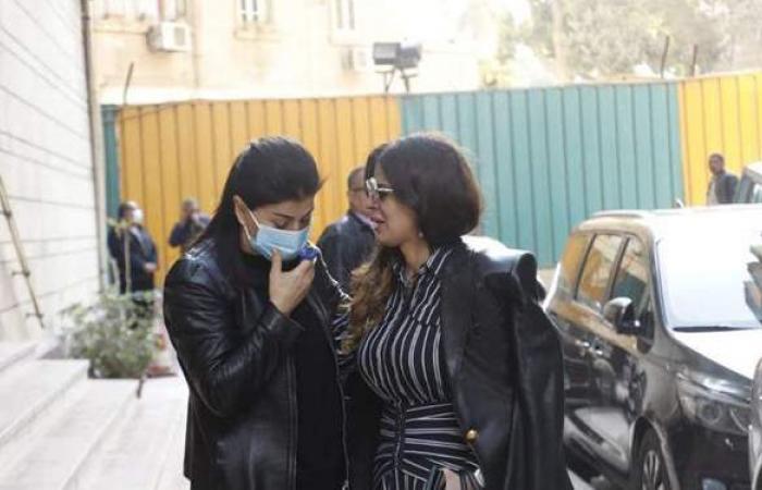 جومانا مراد تتلقى العزاء في ابنتها داخل فيلتها بالزمالك (صور)