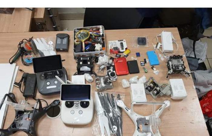 ضبط 3 طائرات تجسس أسفل ملابس راكبة بمطار القاهرة