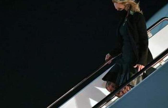 كذبة أبريل.. سيدة أمريكا الأولى تتنكر في زي مضيفة طيران اسمها «ياسمين»
