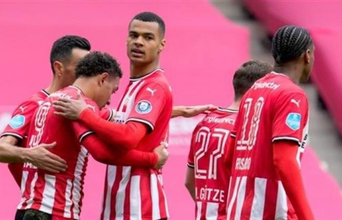 أيندهوفن يفوزعلى هيراكليس بثلاثية ويستعيد وصافة الدوري الهولندي