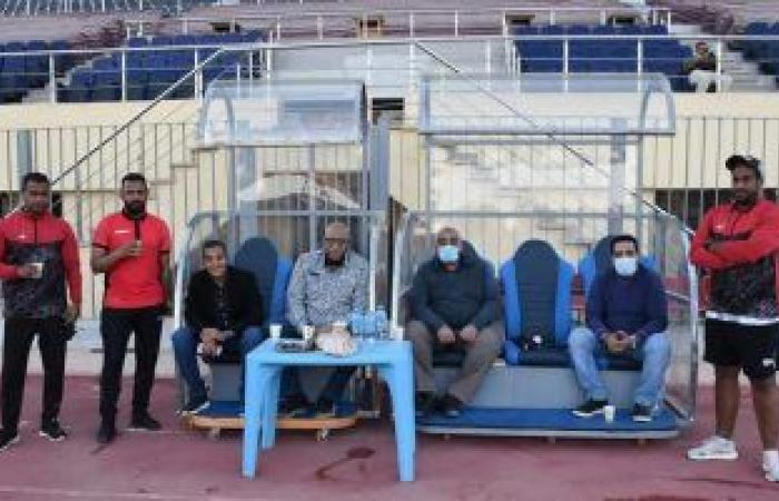 رئيس أسوان يتابع الاستعدادات الأخيرة للفريق قبل مباراة إنبى.. صور