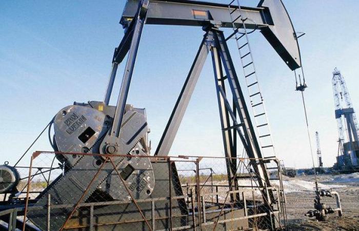 """أسعار النفط تهبط بعد مكاسب سابقة مدعومة من قرار """"أوبك+"""""""