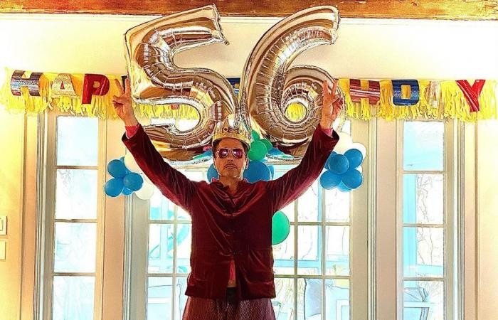 """روبرت داونى يحتفل بعيد ميلاده بصورة """"بالون"""" يحمل رقم 56 ويوجه رسالة خاصة للجمهور"""
