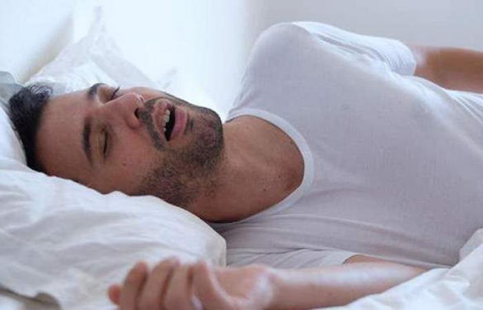 تسبب انقطاع النفس أثناء النوم.. أكلات ممنوع تناولها على العشاء