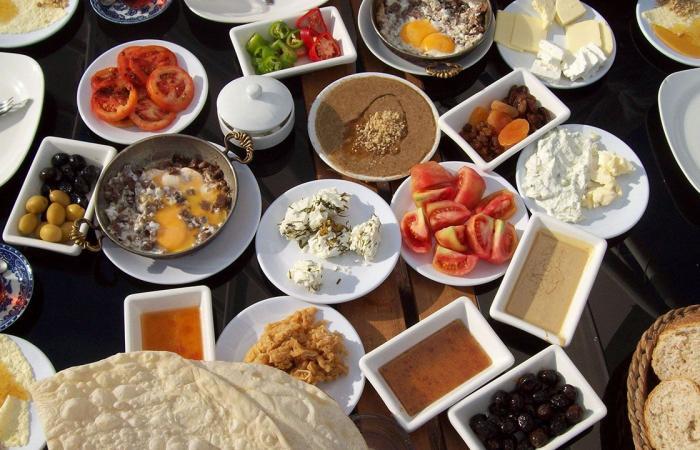 طبيب يحذر من تناول مدرات البول في رمضان بعد السحور: هذا هو الوقت الأنسب