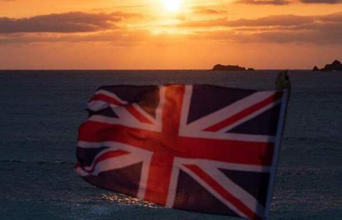 بريطانيا تسجل انخفاضا في إصابات ووفيات كورونا