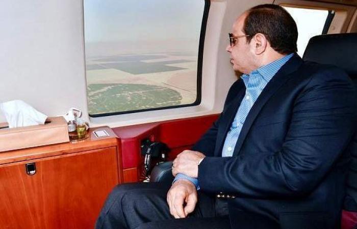 """لحظة تفقد السيسي الحصاد الموسمي للمحاصيل الزراعية بمشروع """"مستقبل مصر"""""""