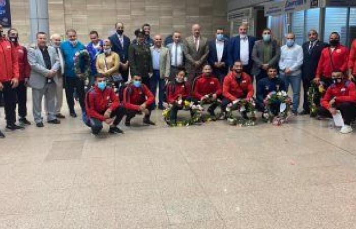 بعد تأهل 8 لاعبين لأولمبياد طوكيو.. وزير الرياضة يهنئ المنتخب المصري للمصارعة بمطار القاهرة