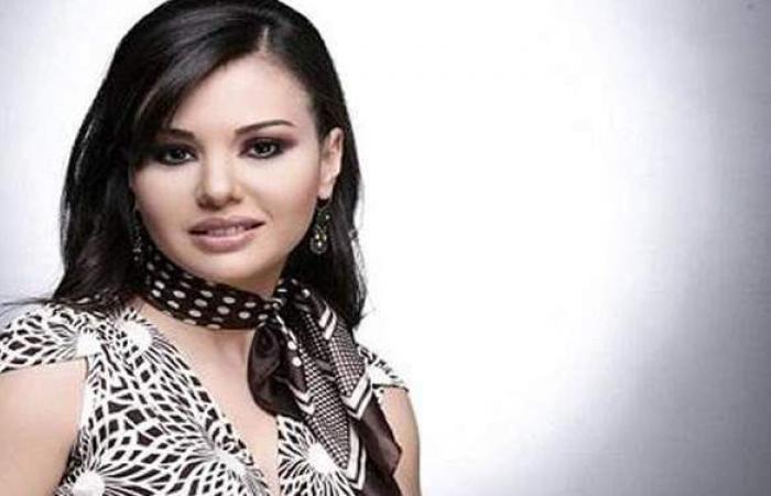 دينا فؤاد تتصدر غلاف مجلة زهرة الخليج