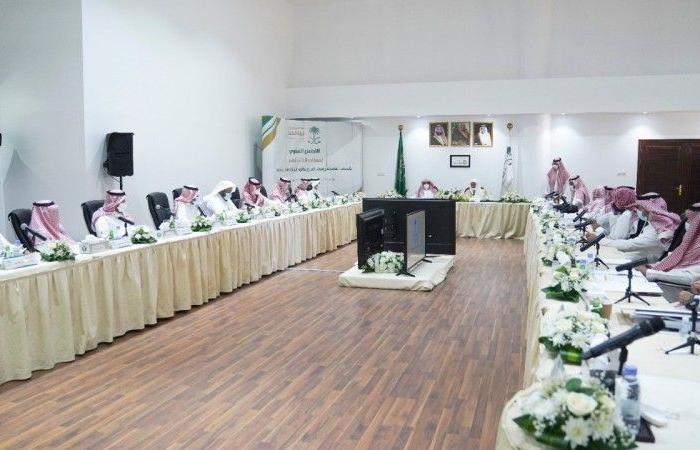 النائب العام يجتمع برؤساء النيابات ويدشن دليل تعليمات النيابة العامة الجديد