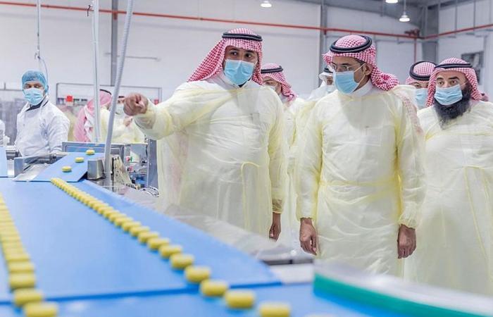 بالصور.. وزير الصناعة يتفقد المدينة الصناعية الأولى بالقصيم