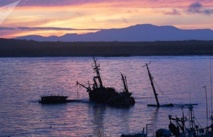 سفينة روسية على متنها 80 شخصا تحترق في بحر أوخوتسك