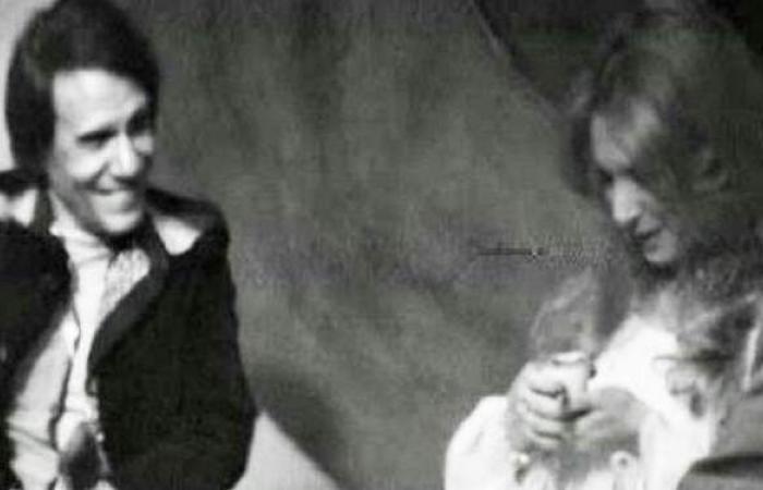 نيللي تكشف رد فعل عبد الحليم حافظ عندما قرأت له الفنجان | فيديو