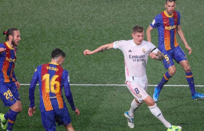 ريال مدريد يحسم «كلاسيكو الأرض» ويضرب برشلونة بهدفين