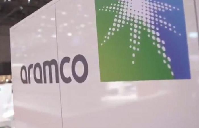 أرامكو توقع صفقة لبيع حصة ملكية في إحدى شركاتها التابعة بـ 12.4 مليار دولار