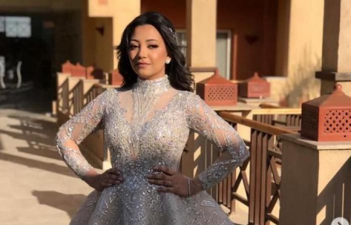 بدرية طلبة تحتفل بزواج ابنتها سلمي وترقص مع عمر كمال بحفل الزفاف.. فيديو وصور