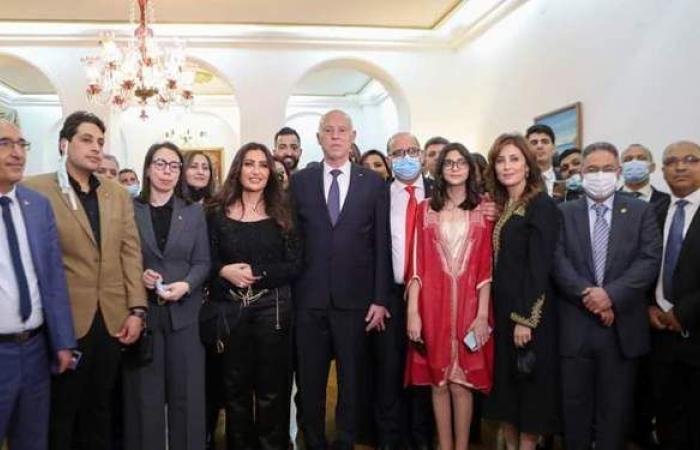 قيس سعيد يلتقي أبناء الجالية التونسية في مصر