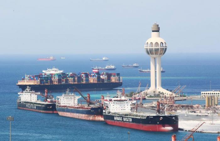 إيقاف حركة الملاحة البحرية بميناء جدة الإسلامي لزيادة سرعة الرياح