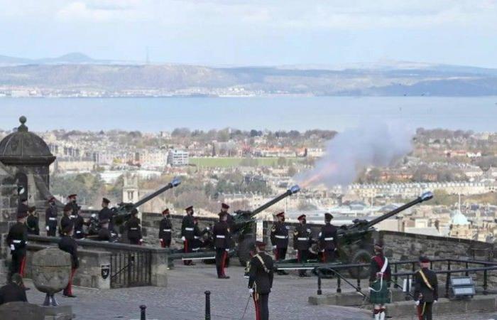 المدفعية البريطانية تودع الأمير فيليب بـ41 طلقة