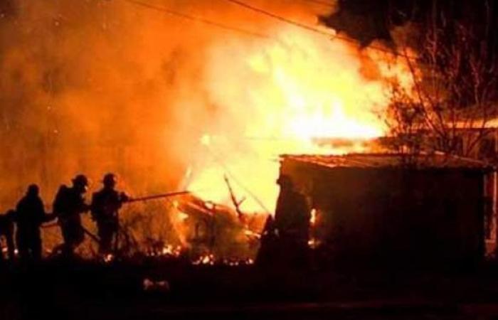 إخماد حريق بحوش مواشي في قنا
