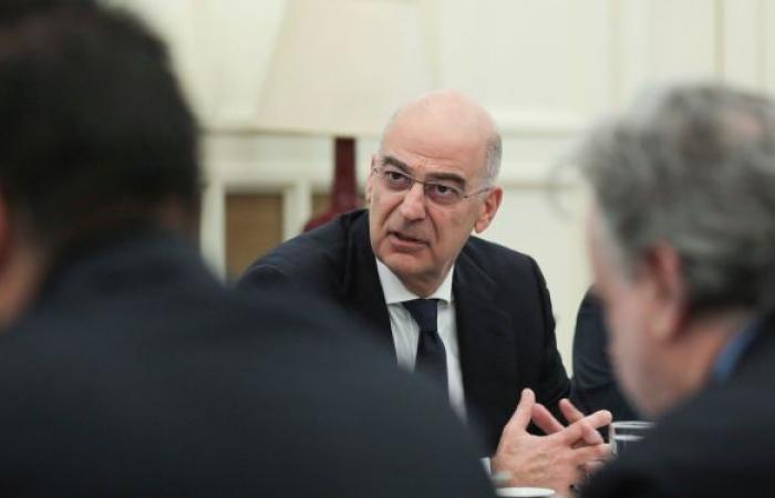 مؤتمر صحفي يتحول لاشتباك لفظي بين وزيري خارجية اليونان وتركيا