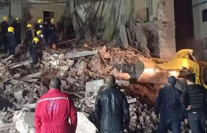 انهيار عقار مكون من 5 طوابق في ميت غمر بالدقهلية.. وأنباء عن سقوط ضحايا