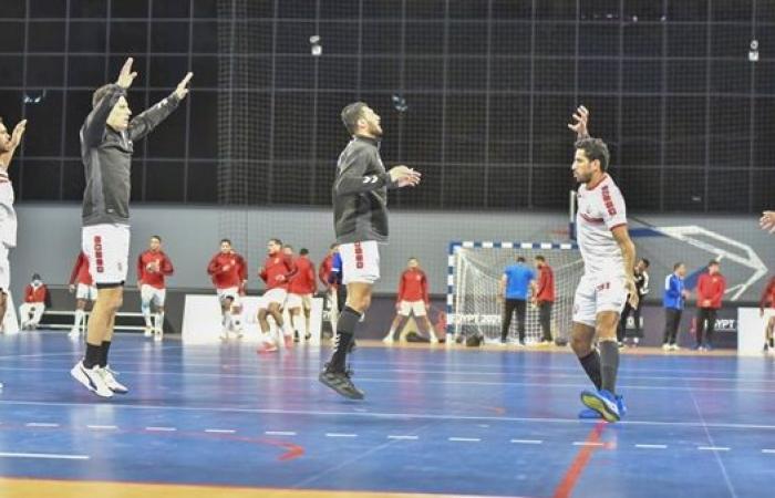 اللقب يقترب من الأبيض.. الزمالك يهزم الأهلي 16 - 13 في الشوط الأول بقمة كرة اليد