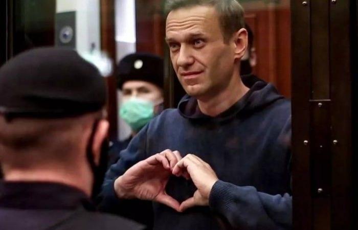 بالتزامن مع خطاب بوتين.. أنصار نافالني يتظاهرون لإنقاذ حياته