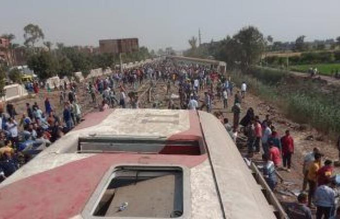 السكة الحديد تكشف تفاصيل حادث قطار طوخ ..4 عربات سقطت بمدخل محطة سندنهور
