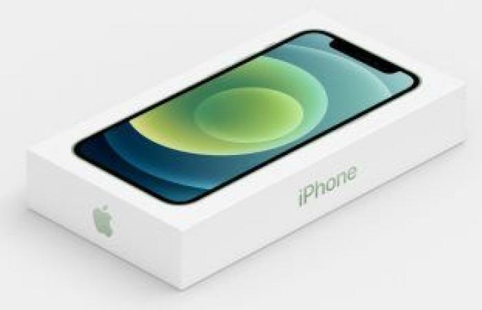 أبل: بيع هواتف أيفون الجديدة بدون الشواحن سيوفر 861 ألف طن من المعدن