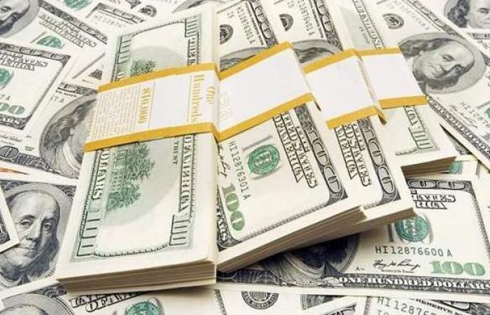سعر الدولار فى نهاية تعاملات اليوم الأحد 18-4-2021 بـ21 بنكا