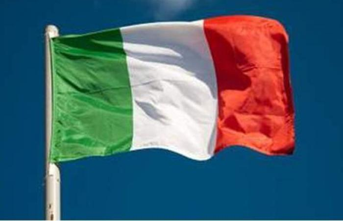 إيطاليا ترصد 12074 إصابة و390 وفاة جديدة بفيروس كورونا
