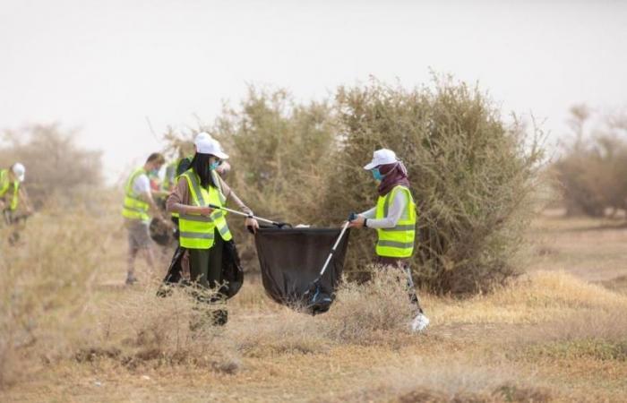 48 متطوعاً يشاركون بمبادرة نظافة محمية الملك عبدالعزيز الملكية