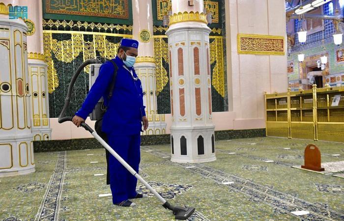 تكثيف أعمال التعقيم والرش في المسجد النبوى