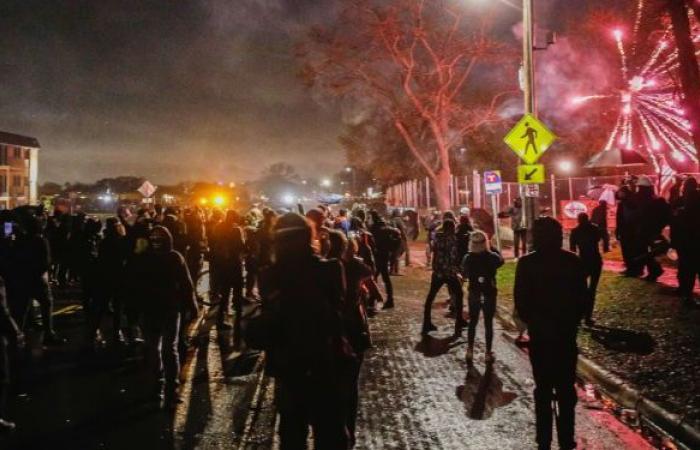 انطلاق مظاهرات حاشدة في أمريكا احتجاجا على مقتل مراهقة برصاص ضابط أمن... فيديو