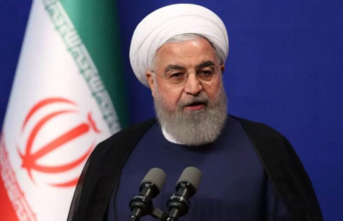 رئيس إيران يعترف بتأثير العقوبات الأمريكية.. ويعلق على الاتفاق النووي