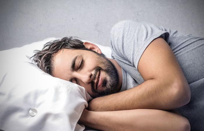 حددت الأعمار السنية.. دراسة تكشف عن العلاقة الخطرة بين النوم والخرف
