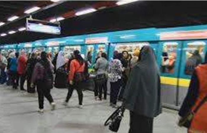 رئيس المترو يتابع أعمال التعقيم والتطهير بالمحطات