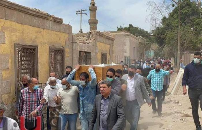 لحظة تشييع جنازة الكاتب مصطفى محرم من مسجد السيدة نفيسة   فيديو وصور