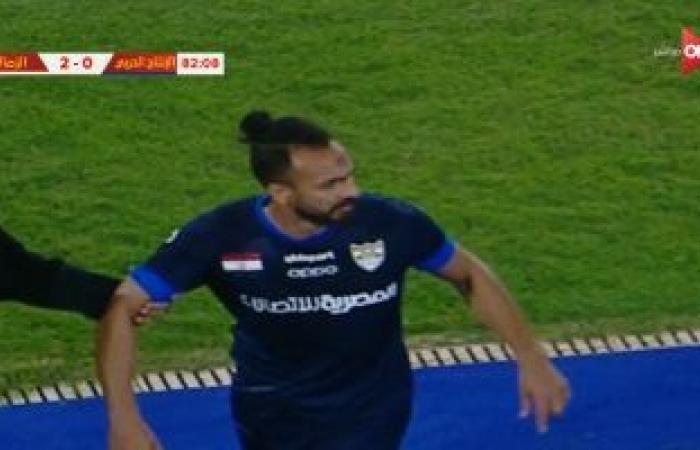 """طرد محمد طلعت مهاجم الإنتاج الحربى بعد البصق على """"دكة"""" الزمالك.. فيديو"""