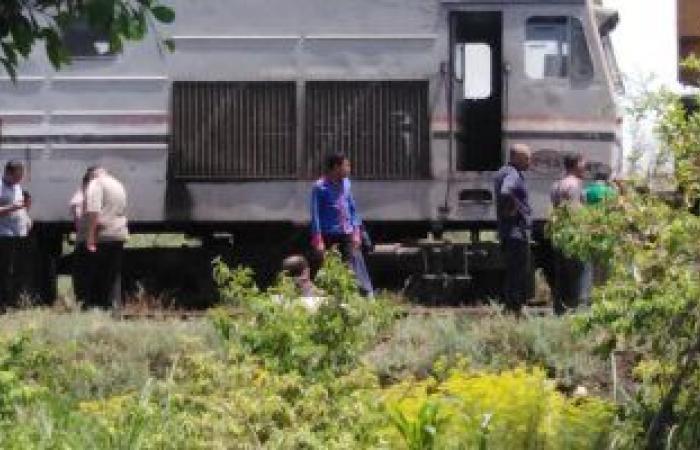 حادث قطار دمياط.. فصل العربات عن الجرار تمهيدا لفتح الطريق.. فيديو وصور