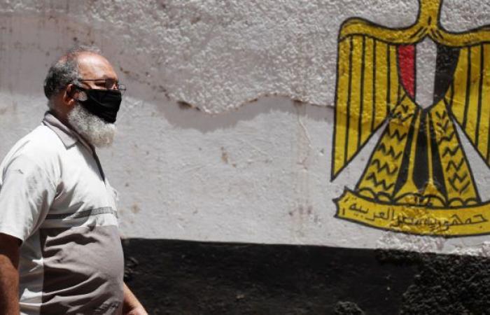 خبراء مصريون: أعراض كورونا تغيرت والفيروس بات يؤثر على حاسة السمع