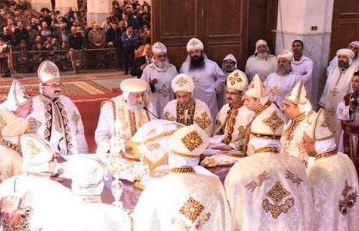 الأنبا بيمن يترأس قداس عيد القيامة من دير الملاك في نقادة