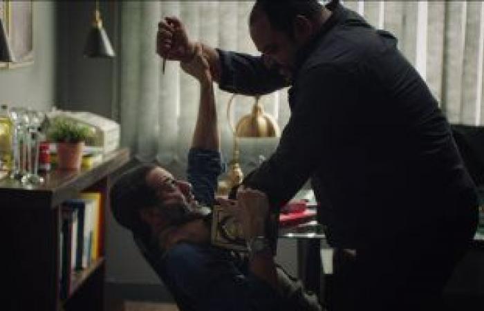 """""""لعبة نيوتن"""" الحلقة 19.. محمد ممدوح يحاول قتل محمد فراج بعد علمه بزواجه من منى زكي"""