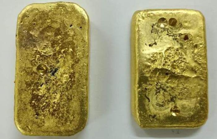 جمارك ارقين تضبط راكبا سودانيا حاول تهريب سبيكتين من الذهب