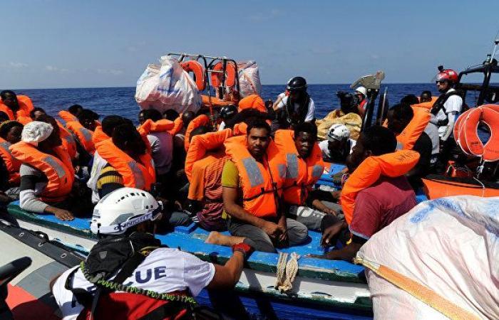 منظمة إنسانية تتهم البحرية الليبية بالاعتداء على مهاجرين في عرض البحر.. فيديو