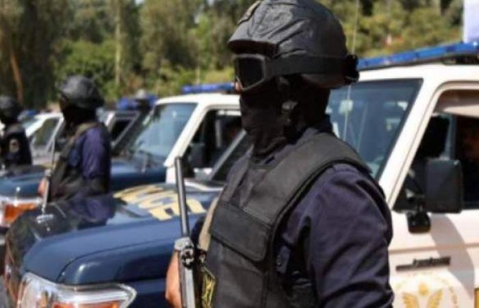 التحقيق مع عنصر إجرامي أطلق النار تجاه الأمن في أسيوط