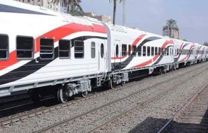 انتظام حركة القطارات على خطوط الوجه القبلي بعد محاولة طفل ضرب بلف الخطر